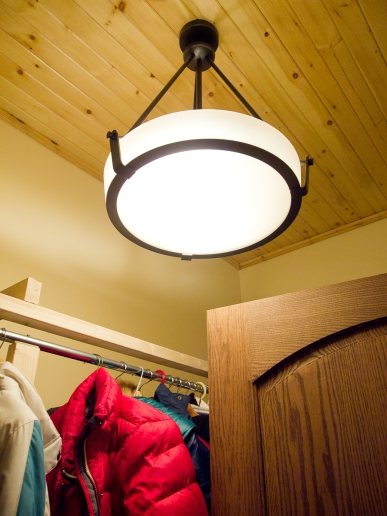 MudRoom - high wood ceiling - solution: suspended bowl